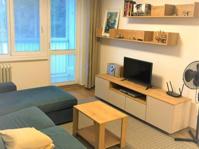 Novo-zrekonštruovaný 1,5-izbový byt v Starom meste.